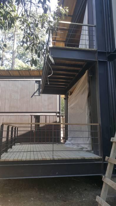 Balcón de estilo  de ESMETEVA , Rural Metal