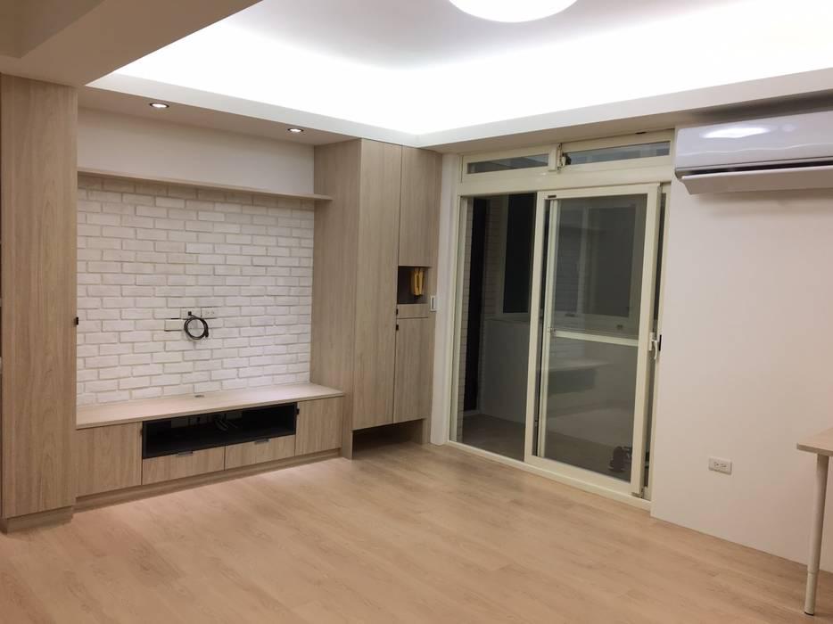 Living room by 捷士空間設計(省錢裝潢),