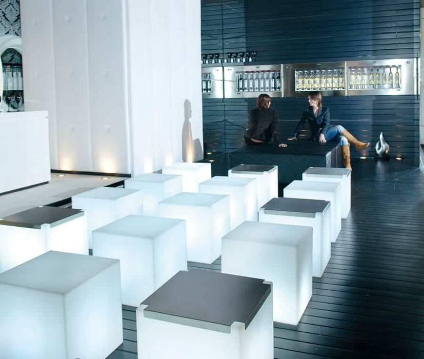 de estilo  por www.skydesign.news - Raumteiler aus Berlin - Sichtschutz Terrasse , Moderno Sintético Marrón
