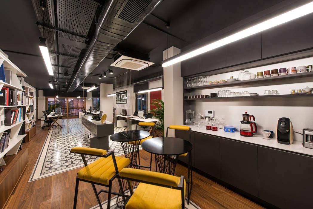 Cafe / Sia Moore Head Office de Sia Moore Archıtecture Interıor Desıgn Industrial Madera maciza Multicolor