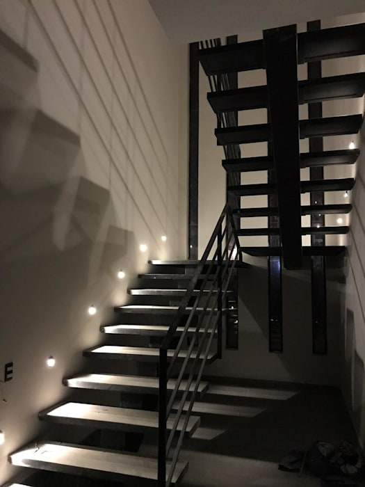 Escaleras de estilo  por Hogares Inteligentes, Moderno