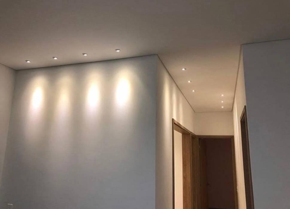 Hogares Inteligentes Paredes y pisos de estilo moderno
