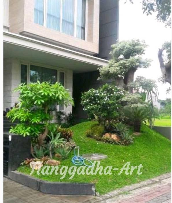 Kontraktor Taman Surabaya :  Halaman depan by Tukang Taman Surabaya - Tianggadha-art