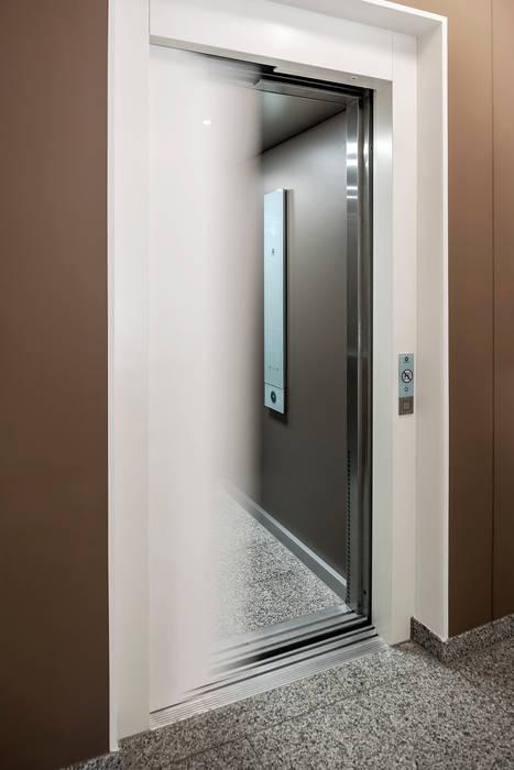 angepasster Aufzug für alle:  Flur & Diele von Hilger Architekten,