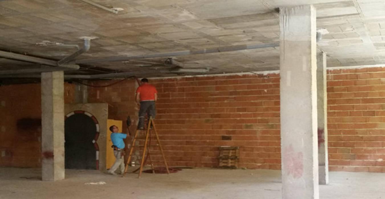 Instalaciones.: Bares y Clubs de estilo  de Obrisa Reformas y rehabilitaciones., Ecléctico
