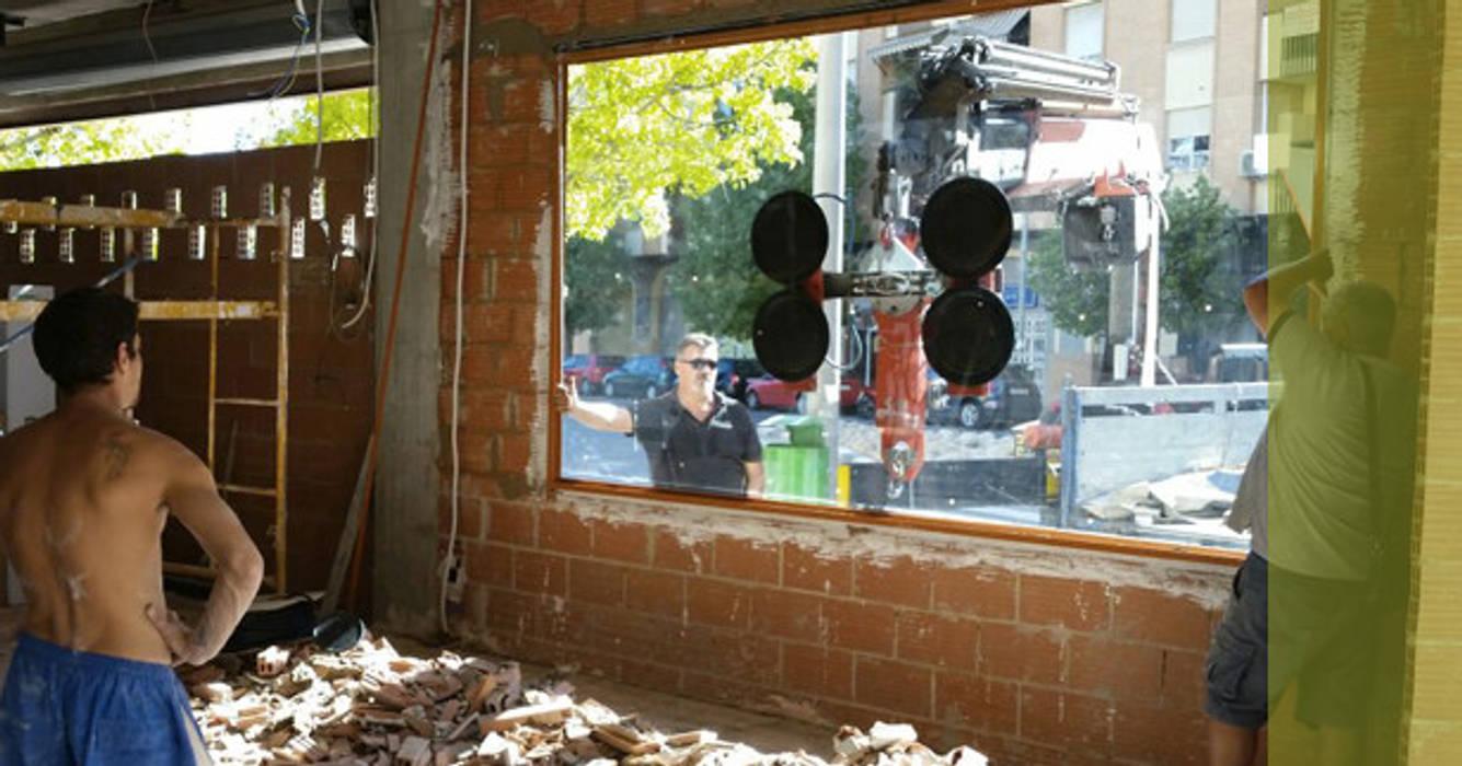 Vidrios.: Bares y Clubs de estilo  de Obrisa Reformas y rehabilitaciones., Ecléctico