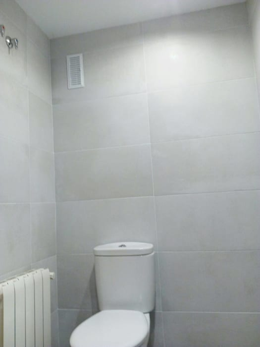 Kamar Mandi oleh Obrisa Reformas y rehabilitaciones., Modern Ubin