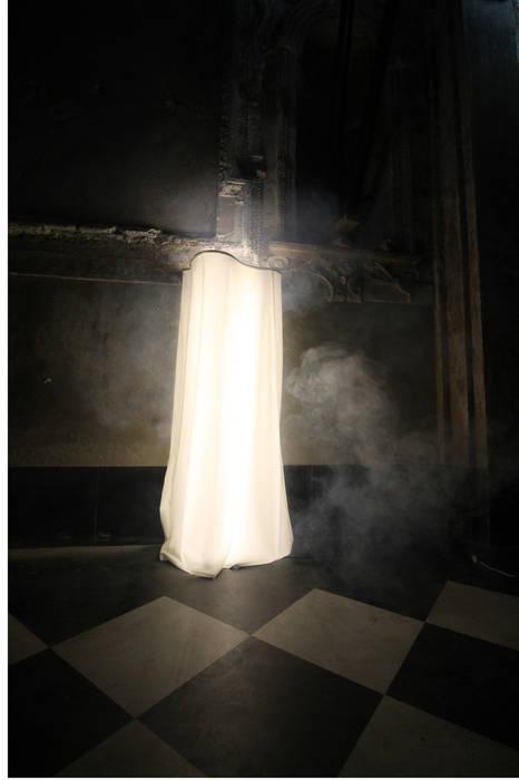 Ghost Soggiorno in stile scandinavo di Officinanove Scandinavo