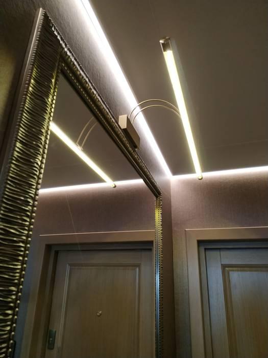 經典風格的走廊,走廊和樓梯 根據 ИП Жамойтины Светлана и Роланд 古典風 玻璃