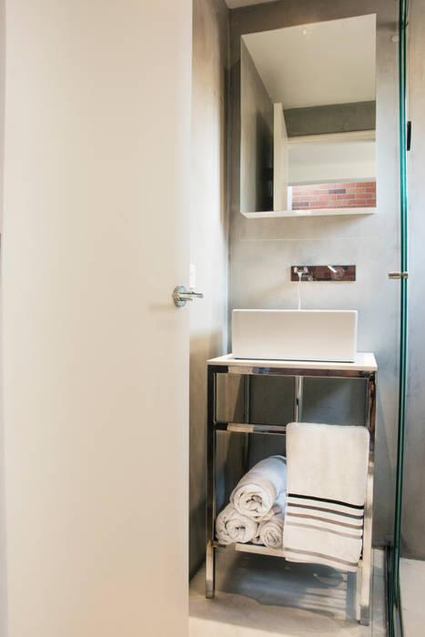Salle de bain minimaliste par CHAVARRO ARQUITECTURA Minimaliste Béton
