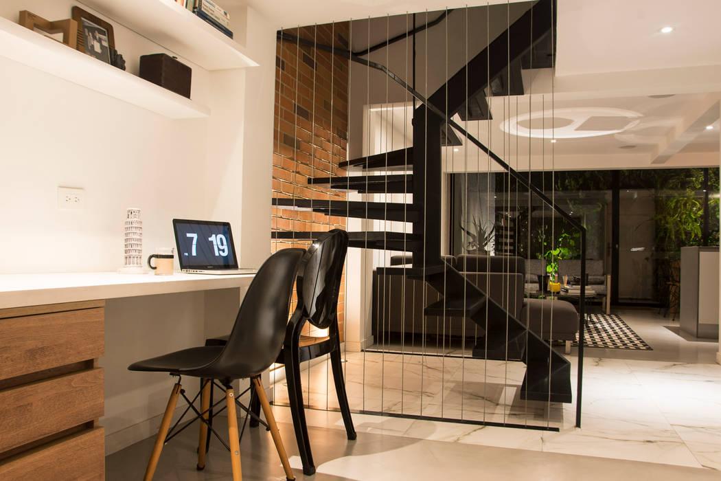 Estudio y escaleras Estudios y despachos de estilo moderno de CHAVARRO ARQUITECTURA Moderno Metal