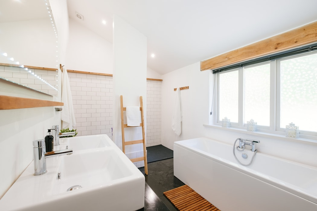 Mill Barn, Cardinham Country style bathroom by Perfect Stays Country
