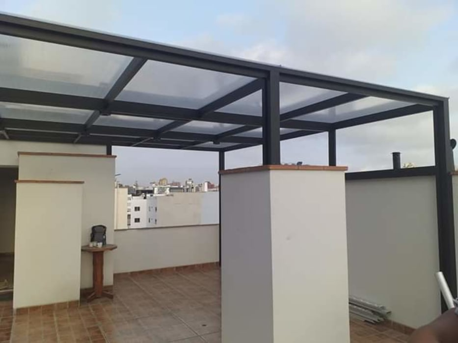 Techo de aluminio: Terrazas de estilo  por Techos terraza sol y sombra C&C, Moderno Aluminio/Cinc