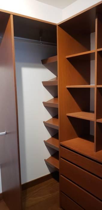 Closet completo Vestidores y placares de estilo moderno de Constructora CYB Spa Moderno Madera Acabado en madera
