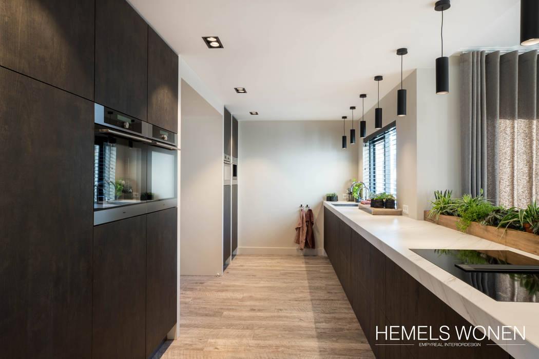 Opgewarmd design:  Inbouwkeukens door Hemels Wonen interieuradvies , Modern Keramiek