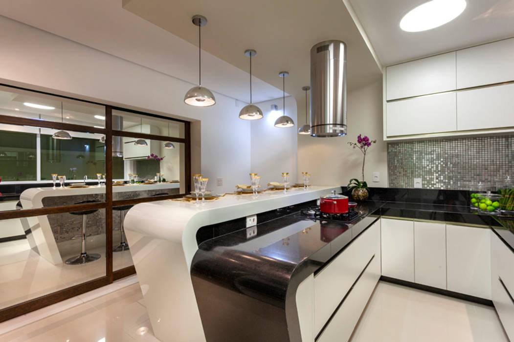 Casa Mont Blanc Cozinhas modernas por Designer de Interiores e Paisagista Iara Kílaris Moderno