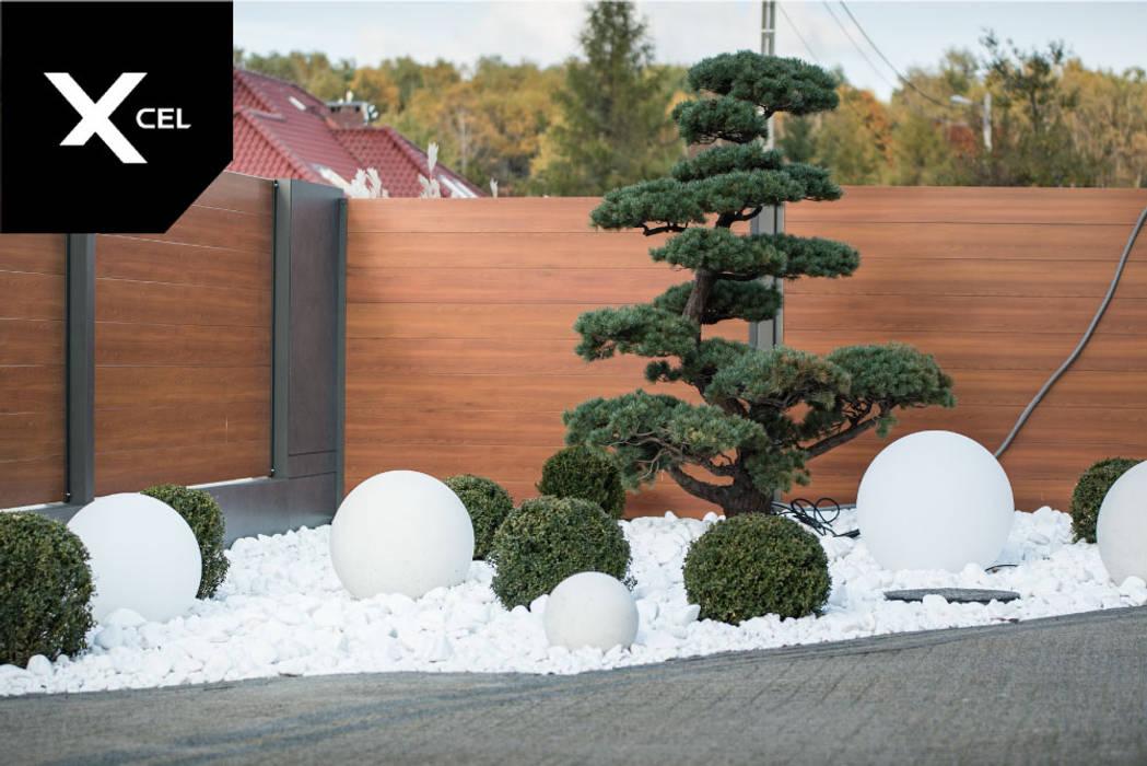 Nowoczesne ogrodzenie drewnopodobne: styl , w kategorii Ogród zaprojektowany przez Xcel