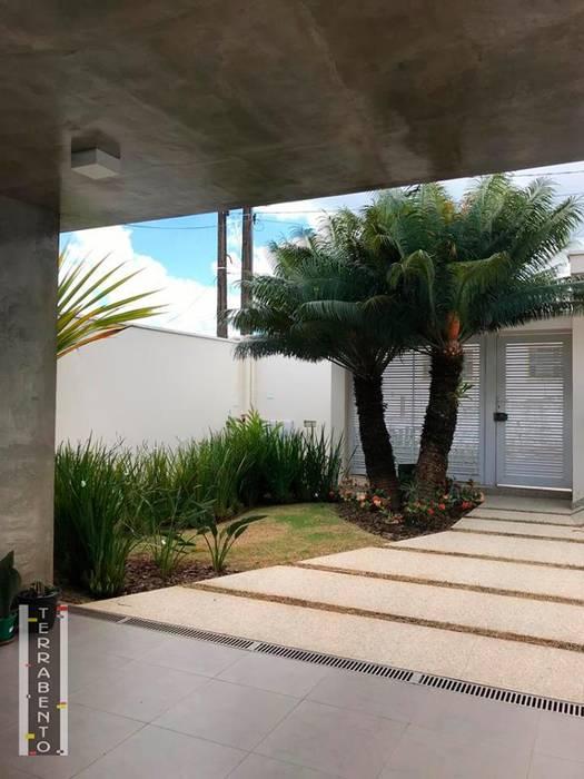 Modern houses by TERRABENTO ARQUITETURA E MOBILIário Modern Concrete