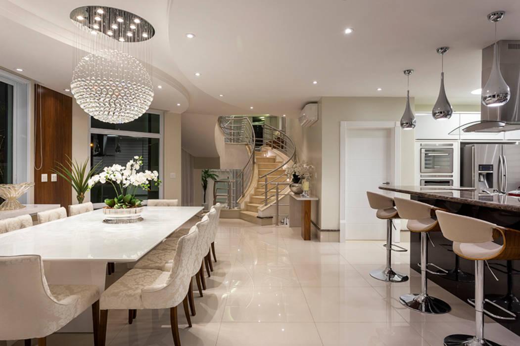 Casa Antúrio Salas de jantar modernas por Arquiteto Aquiles Nícolas Kílaris Moderno