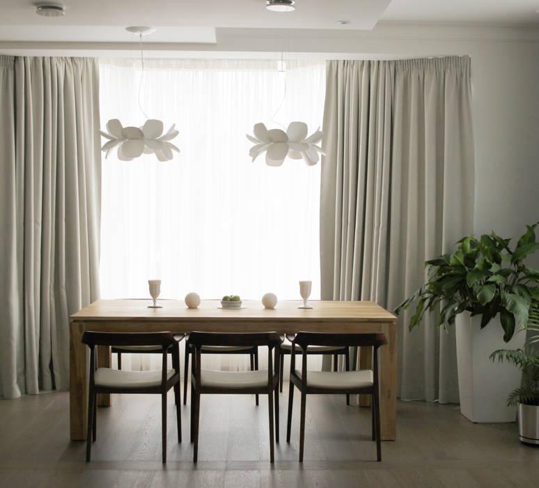 Загородный дом в Юкках: Столовые комнаты в . Автор – Wide Design Group, Минимализм