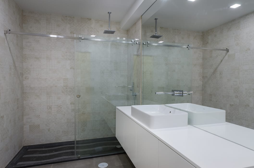 Lisbon Heritage Modern bathroom