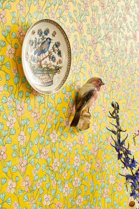 Tapete Lisalie Gelb Moderne Wände & Böden von TapetenStudio.de Modern