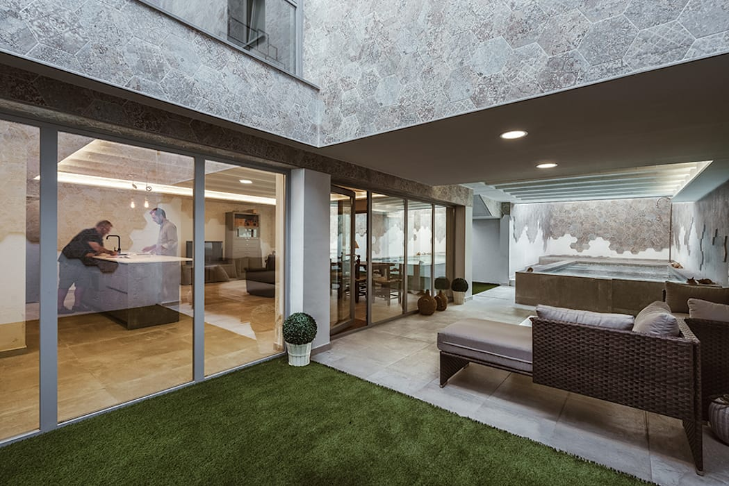Porche en el jardín de OOIIO Arquitectura Moderno Cerámico