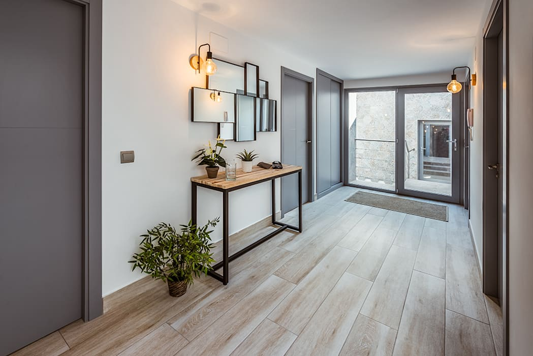 Couloir, entrée, escaliers modernes par OOIIO Arquitectura Moderne Bois Effet bois