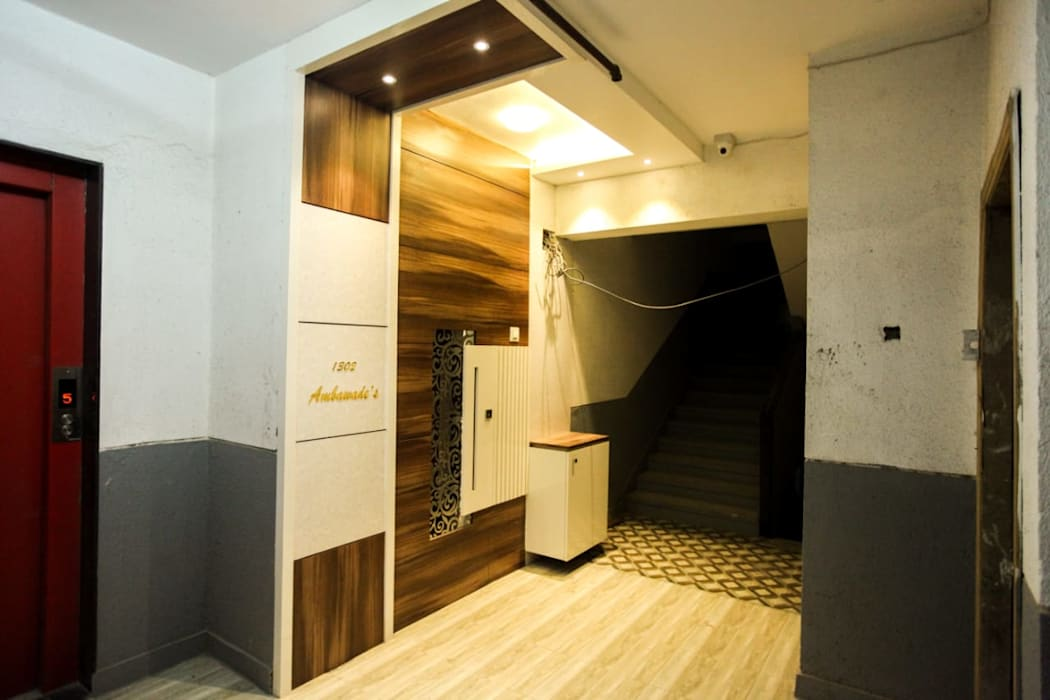 Corridor and Front Door Modern corridor, hallway & stairs by Square 4 Design & Build Modern
