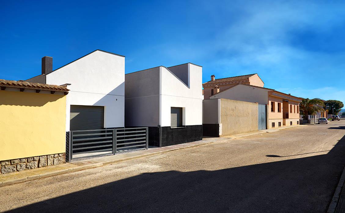 Petites maisons de style  par OOIIO Arquitectura en Madrid