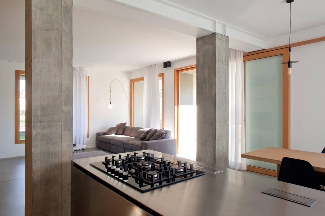 138_Casa con vista sulla valle Yacht & Jet in stile moderno di MIDE architetti Moderno