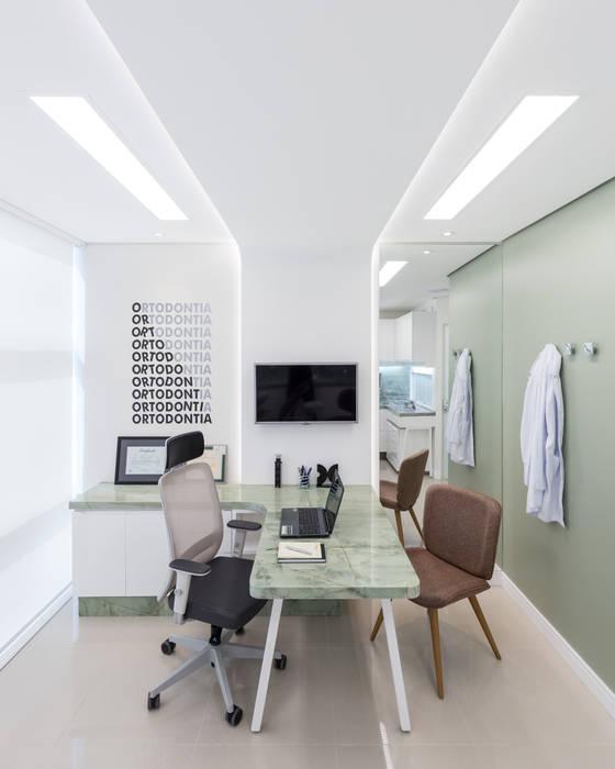 Clinics by Okla Arquitetura, Minimalist Marble