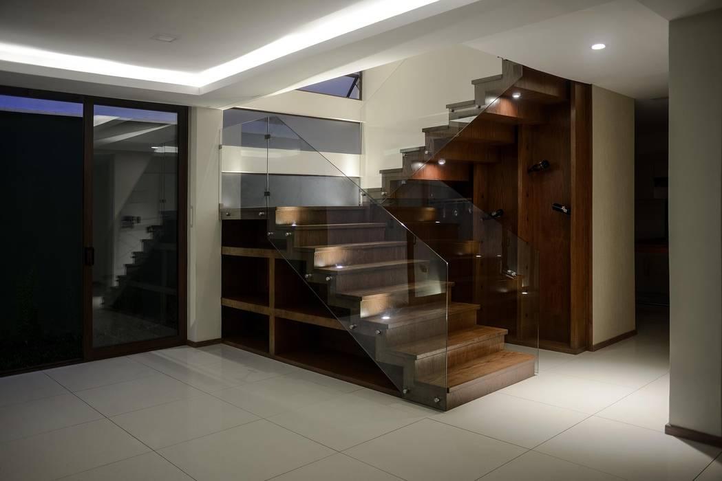 Corridor, hallway & stairs by GRUPO WALL ARQUITECTURA Y DISEÑO SA DE CV,