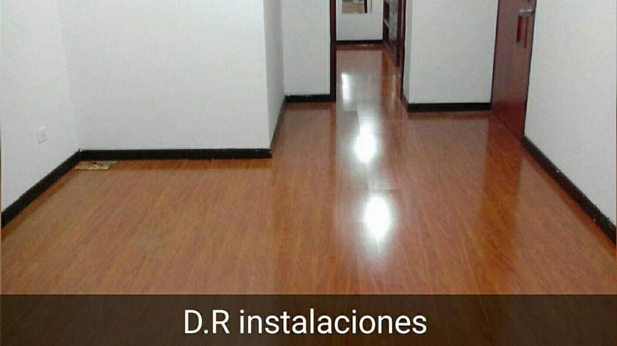 Instalaciones de escaleras : Pisos de estilo  por Dr instalaciones,