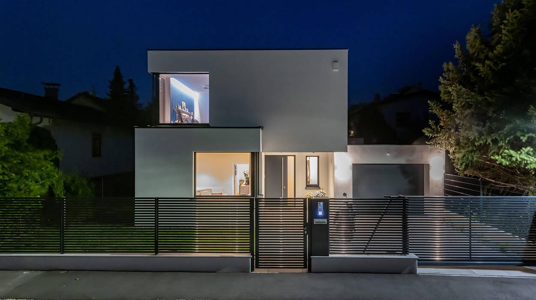 MODERNES MASSIVHAUS IN HIMBERG: Straßenseite Moderne Häuser von AL ARCHITEKT - in Wien Modern Quarz