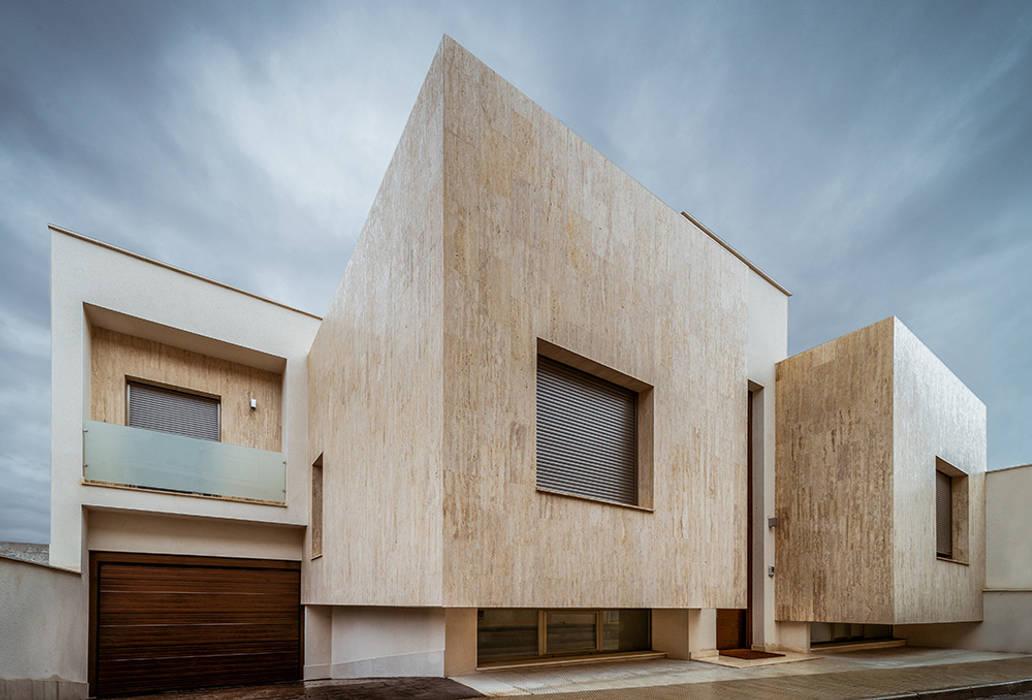 Casa de diseño en Toledo.: Casas de estilo  de OOIIO Arquitectura, Moderno Piedra