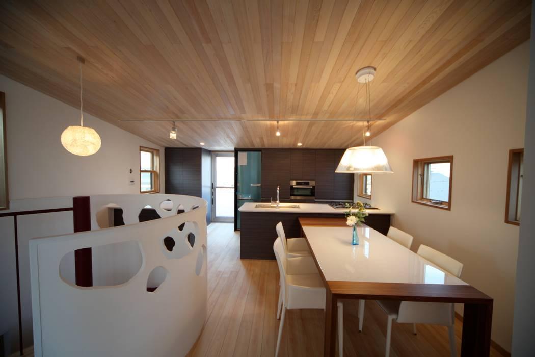 ダイニング キッチン: 株式会社高野設計工房が手掛けたダイニングです。