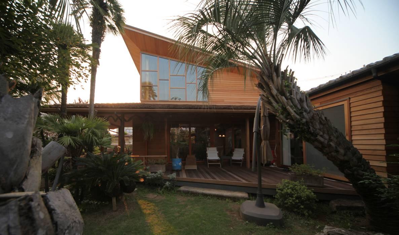 外観: 株式会社高野設計工房が手掛けた木造住宅です。,トロピカル