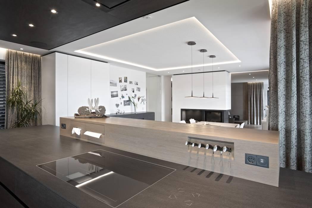 Projekt O.:  Küche von LEIBEZ INTERIEUR DESIGN,