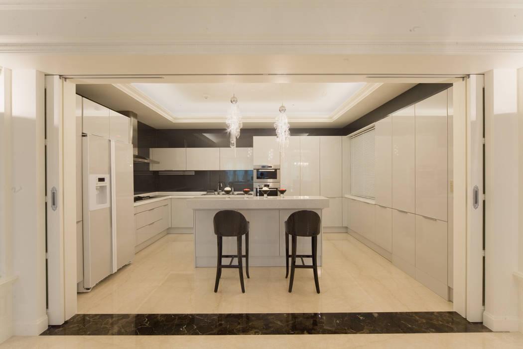 首善莊公館:  廚房 by 雅群空間設計,