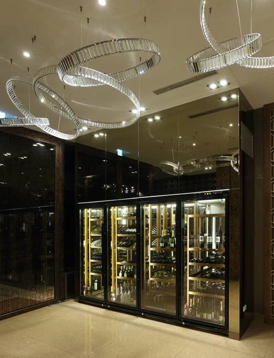 Wine cellar by 雅群空間設計, Asian