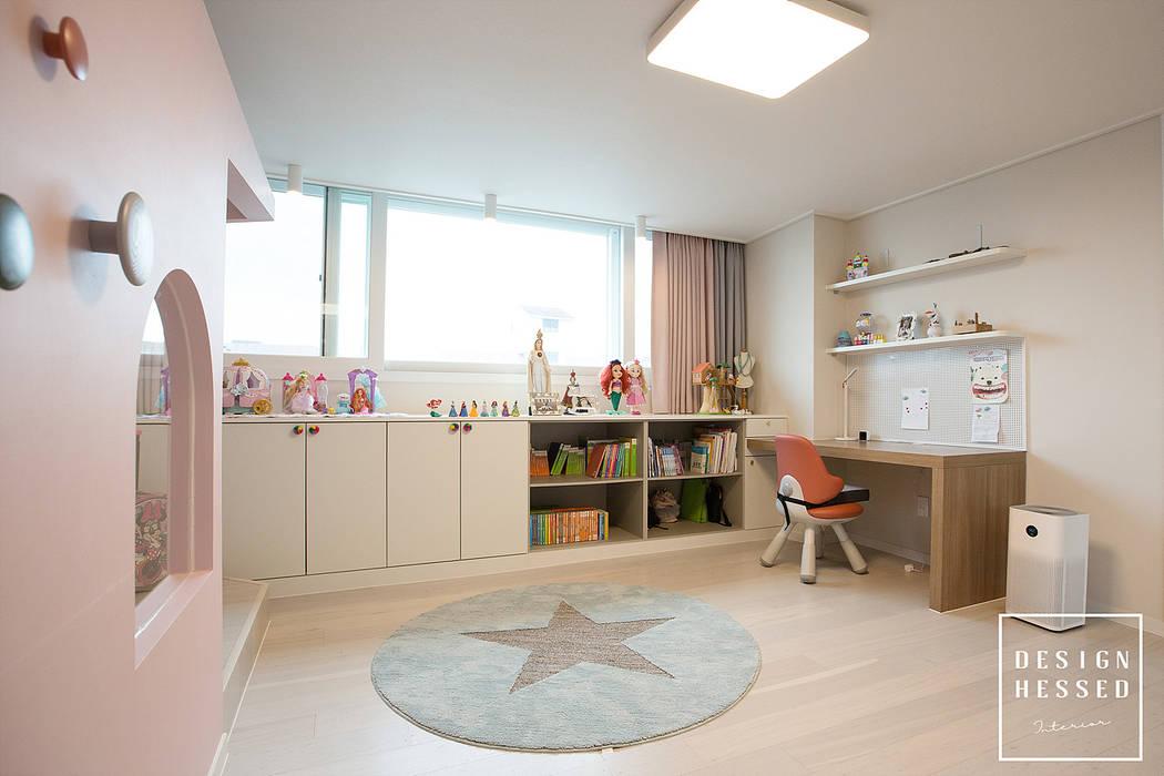 Quartos de criança modernos por 디자인 헤세드 Moderno