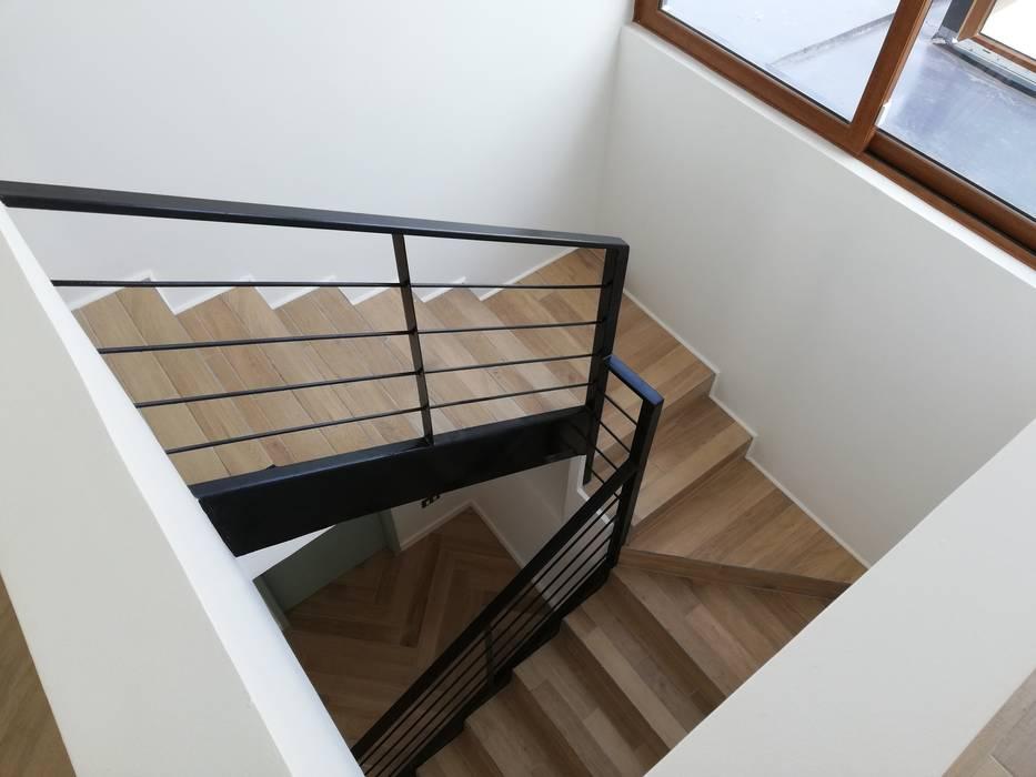 Escalera Interior de Remodelaciones Santiago Eirl Mediterráneo