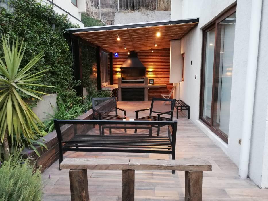 Terraza Balcones y terrazas clásicos de Remodelaciones Santiago Eirl Clásico