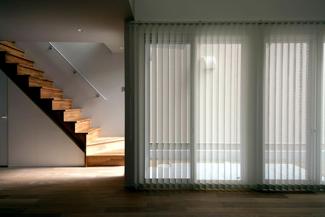 Modern Dining Room by ㈱本井建築研究所一級建築士事務所 Modern Glass