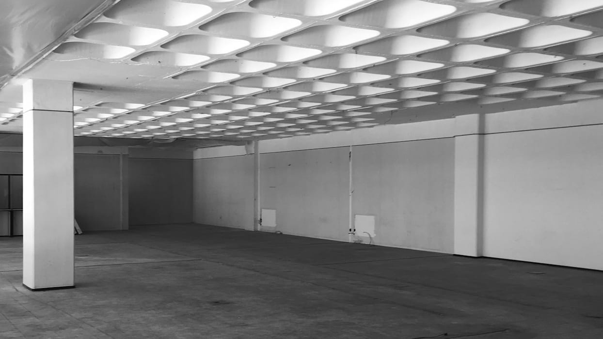Espaço antes da intervenção: Escritórios e Espaços de trabalho  por FMO ARCHITECTURE,Industrial