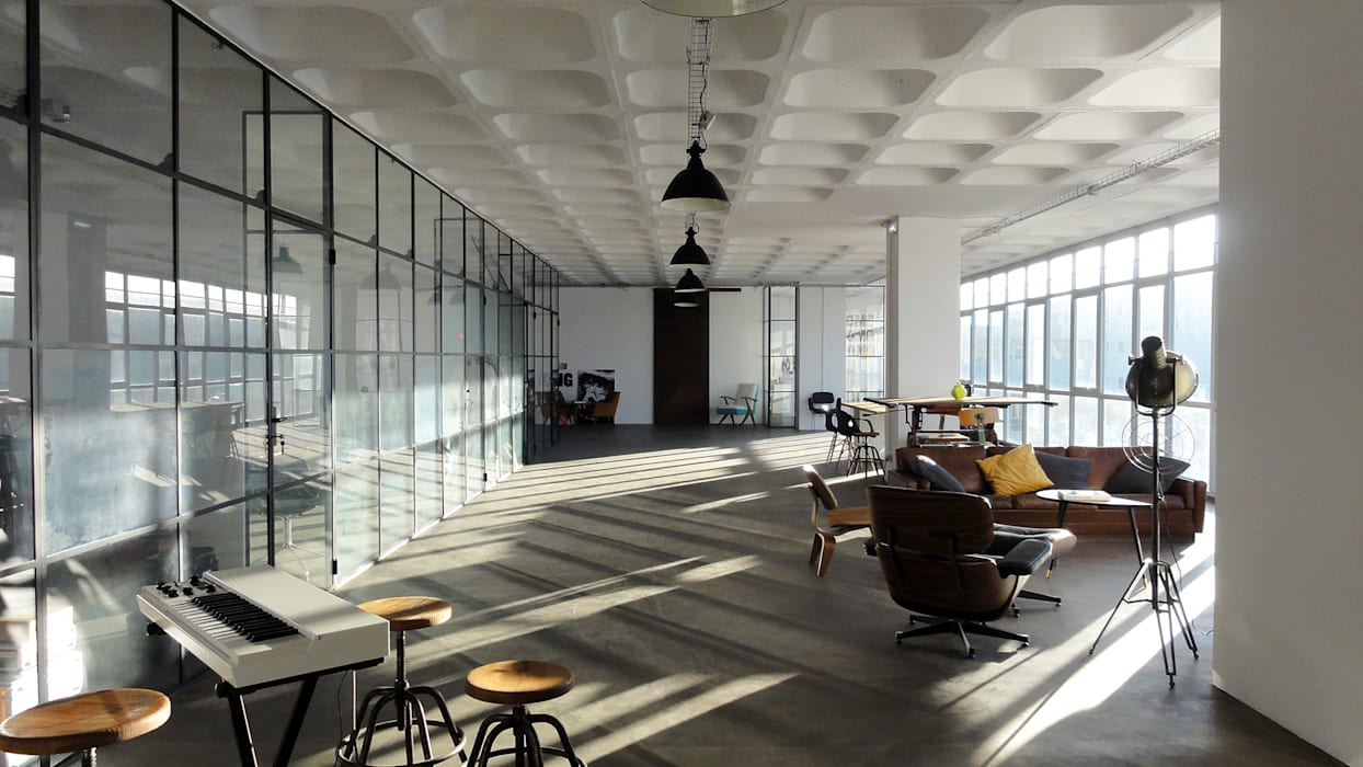 Área lounge Escritórios industriais por FMO ARCHITECTURE Industrial