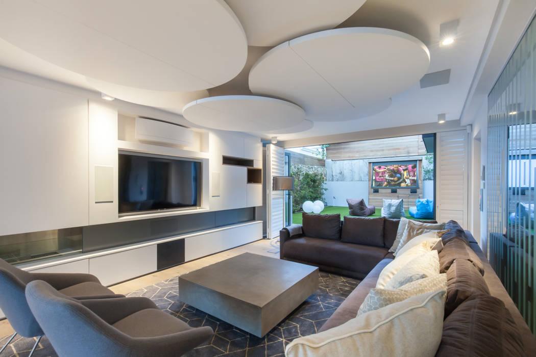 Ruang Multimedia oleh KMMA architects, Modern