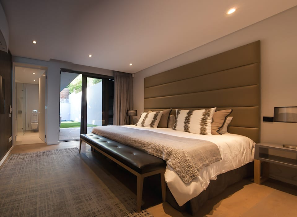 House Ocean View 331 Fresnaye:  Bedroom by KMMA architects,