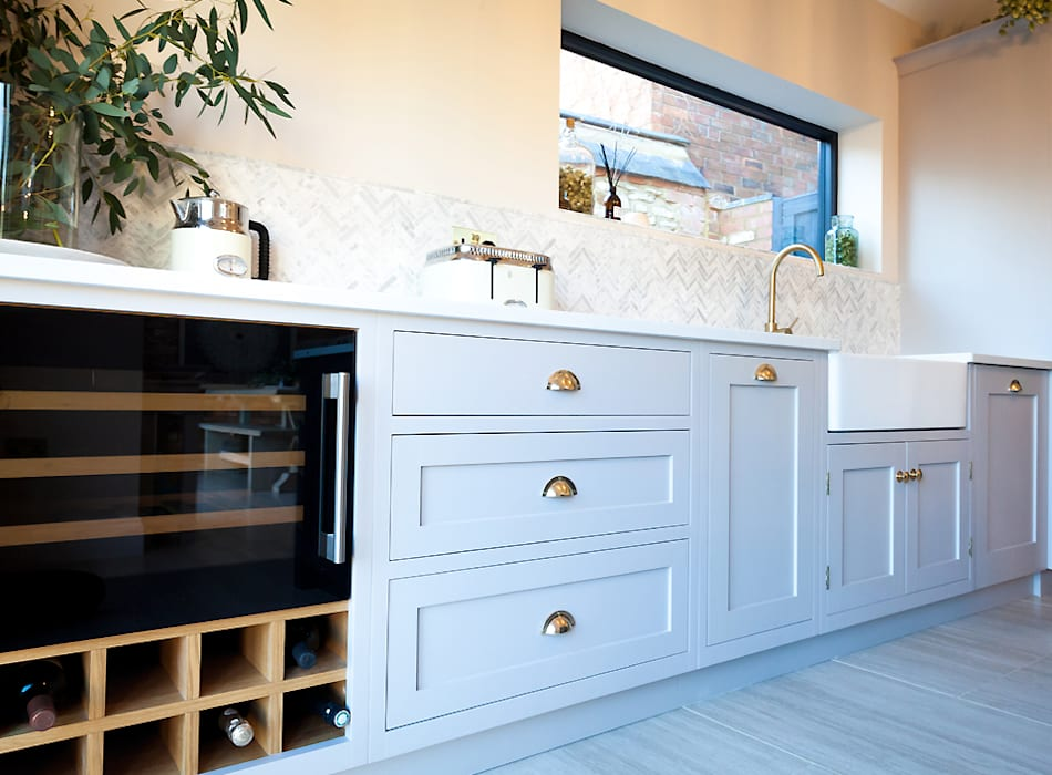 Stunning Cogenhoe Kitchen:  Kitchen units by The White Kitchen Company,